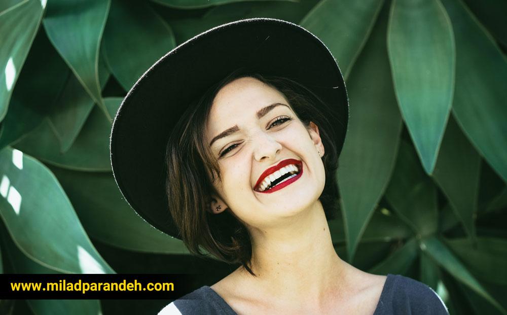 لبخند-و-خوب-کردن-حال-دیگران